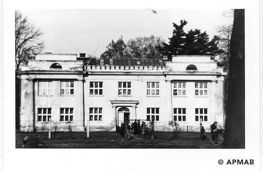 Villa where originally lived male prisoners, later female prisoners. 1965 1966 APMAB 21639 3