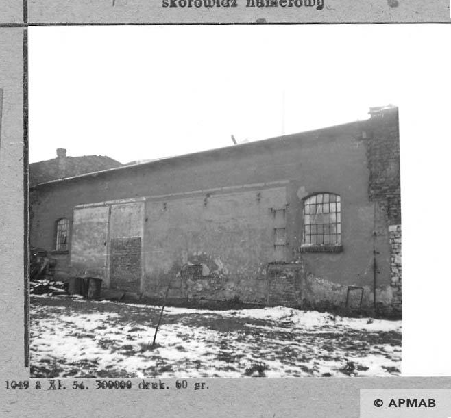 Wall of destroyed bath and latrine. 1966 APMAB 10179