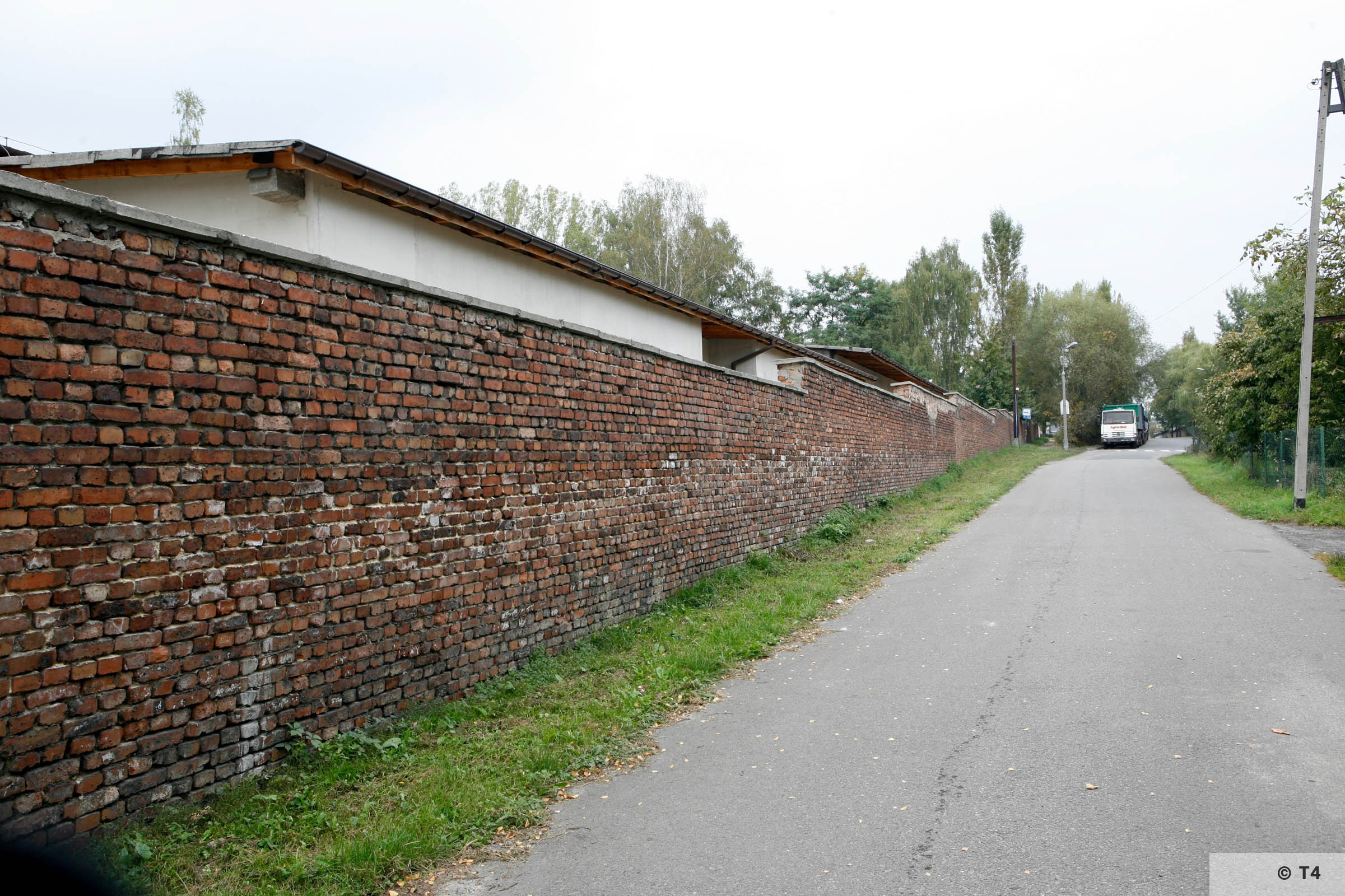 Wall surrounding the area of the former sub camp Lager Günther III. 2006 T4 2948