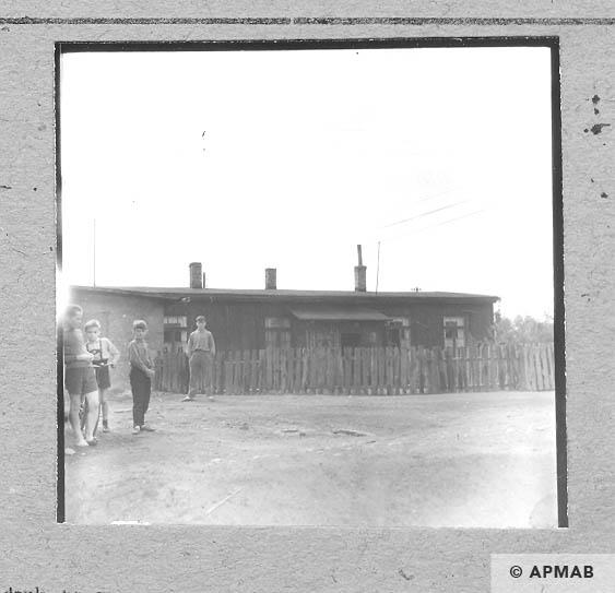 Wooden barrack Blockführerstube. 1963 APMAB 5686