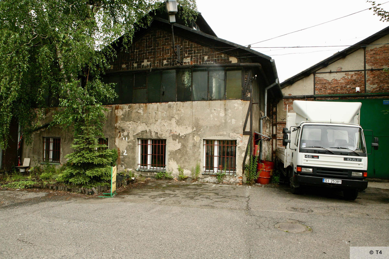 Workshop buildings where prisoners were accomodated. Former detention block front left. 2007 T4 9495