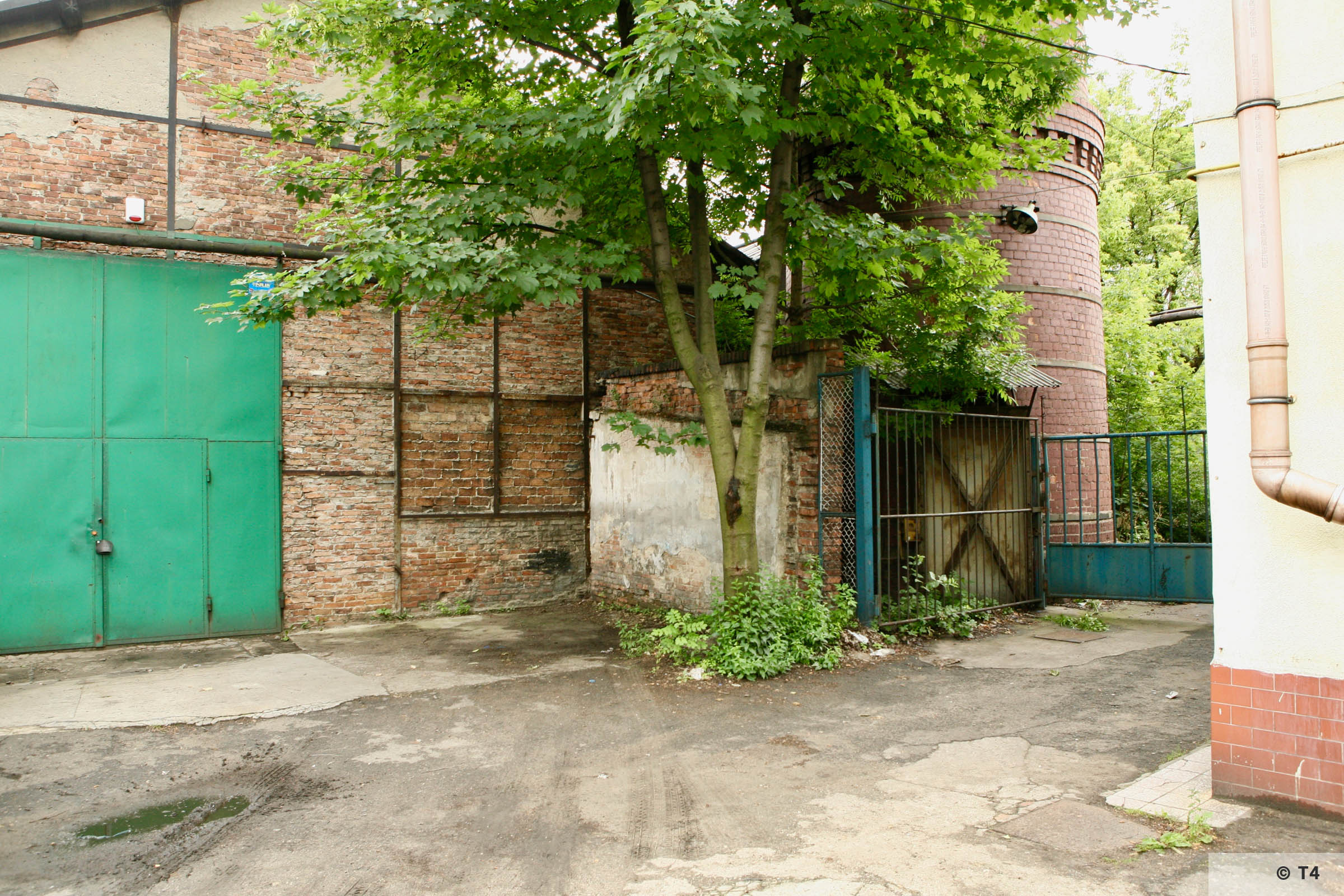 Workshop where prisoners were accommodated. Entrance gate to the steel works and chimney. 2007 T4 9491