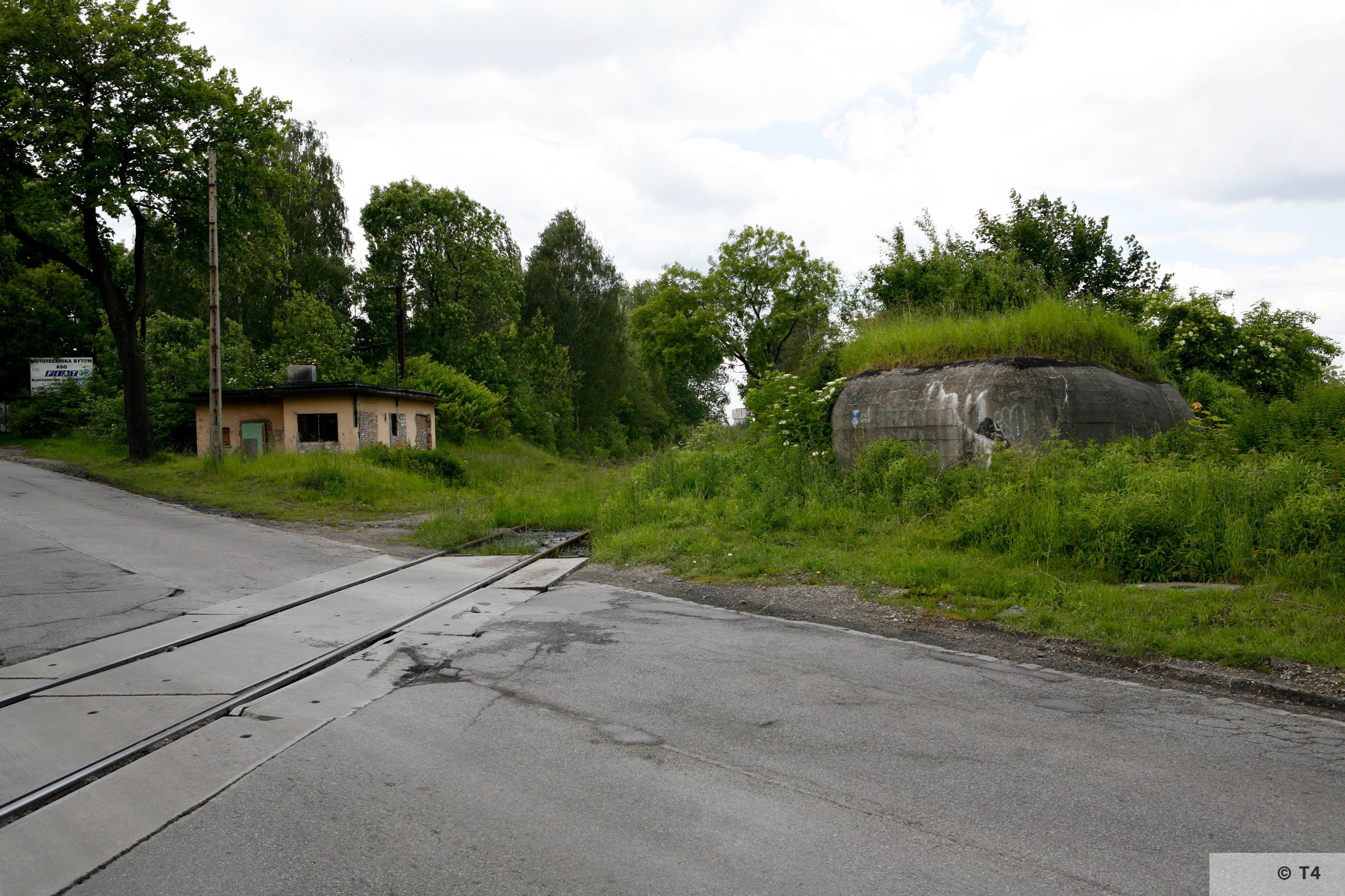 Zygmunt steel works. Bunker defending rail tracks. 2006 T4 6247