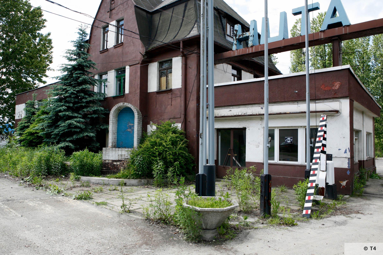 Zygmunt steel works. Main entrance. 2006 T4 6230